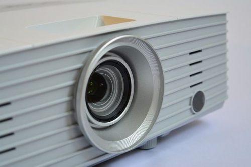 best short throw projector factors