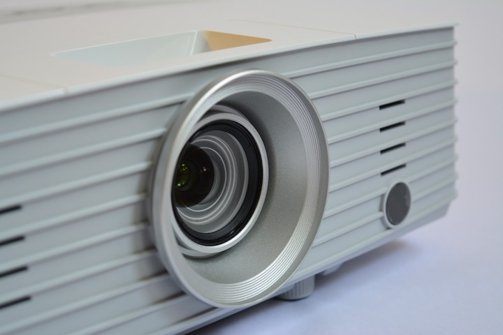 Techniques to Maximize the Performance of Your Short Throw Projector